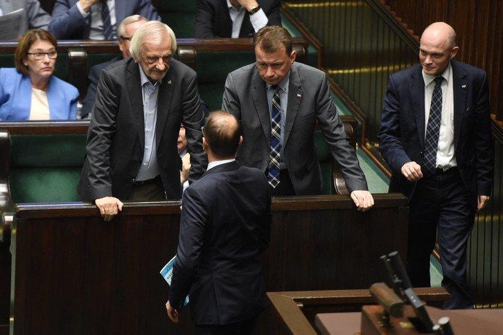 Terlecki i Błaszczak pokazują dupę Prezesowi Kaczyńskiemu